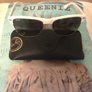 Woman's sunglasses